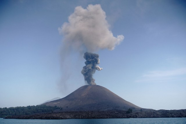 Anak Krakatau erupts, loud rumble heard in virus-stricken Greater ...