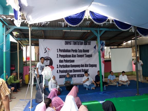 How does simultaneous elections system influence Indonesian politics?