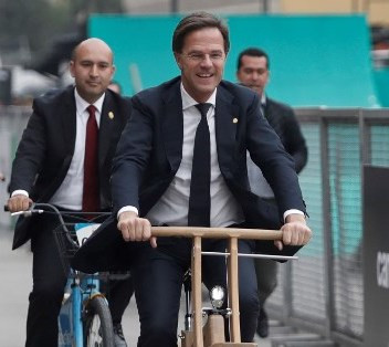 mark rutte the dutch pm cycling into