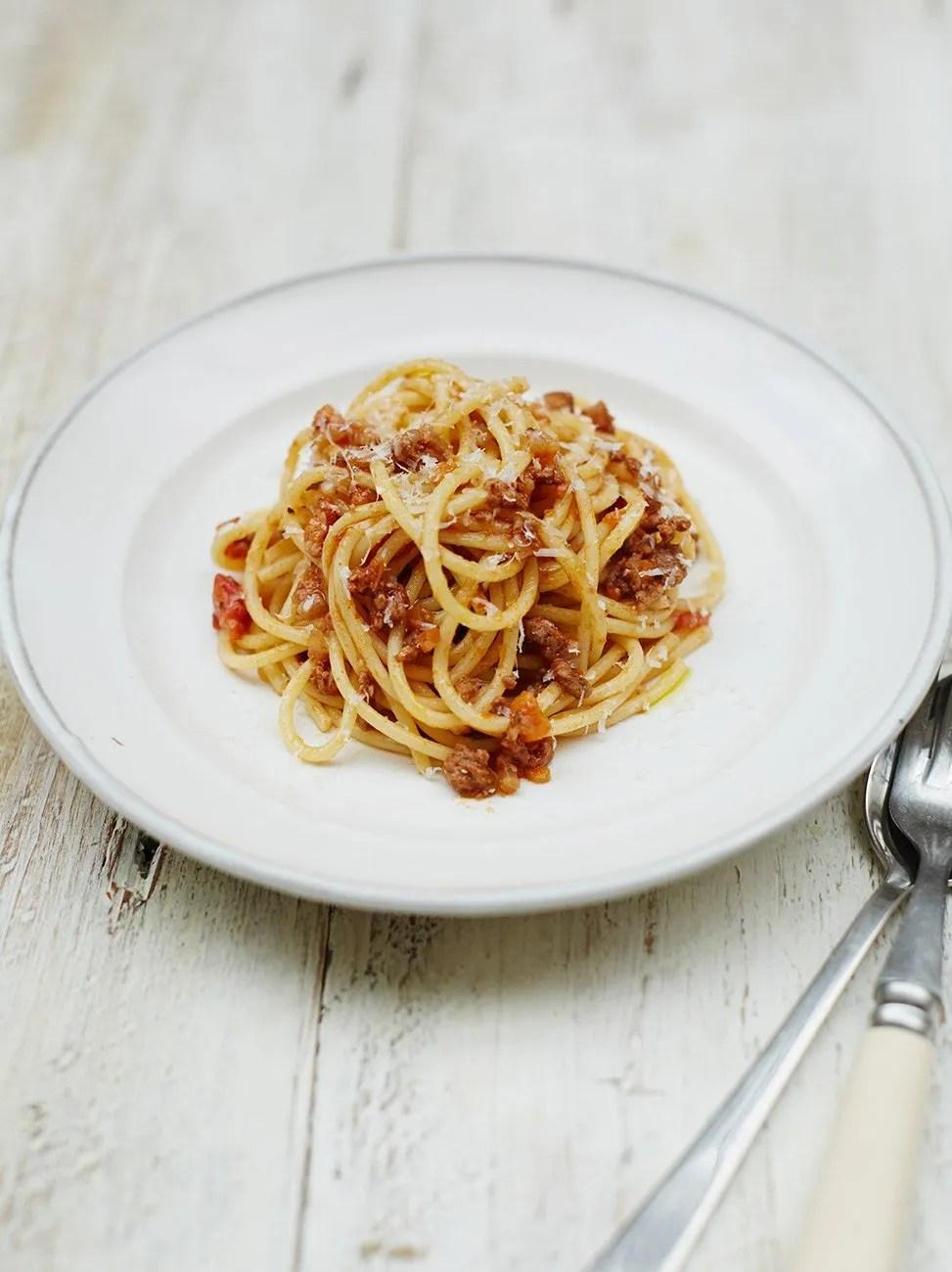 Resep Spaghetti Bolognaise : resep, spaghetti, bolognaise, Deliciously, Spaghetti, Bolognese, Recipe, Jamie, Oliver