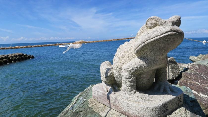 沿途出現的青蛙為猿田彥大神隨從。