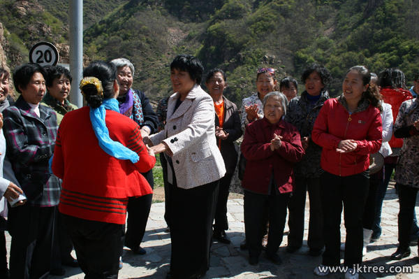 姜宏老師獻給老年人的歌(圖)-健康樹