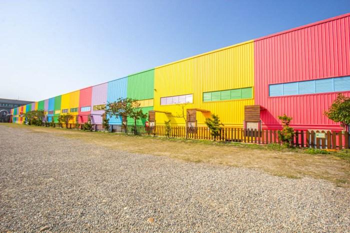 彰化鹿港,緞帶王觀光工廠,亮眼彩虹牆超好拍,免門票~廠內還有許多緞帶小知識與DIY!