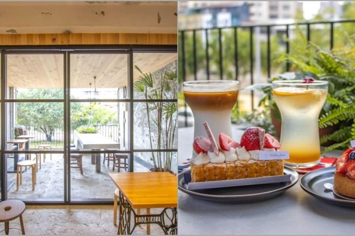 台中西區,窩巷重新出發~不止甜點迷人,斑駁老宅搭配綠植水泥長桌也好好拍。