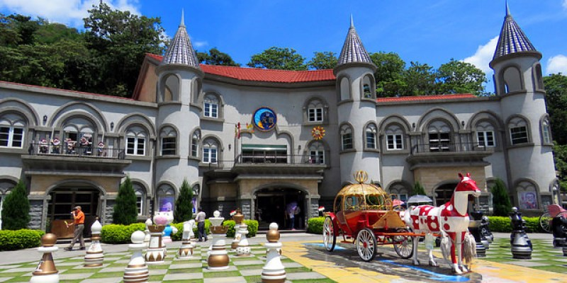 【南投景點】埔里\大黑松小倆口元首館,夢幻城堡、西洋棋盤、南瓜馬車,快去瞧瞧是灰姑娘還是愛麗絲在等你?