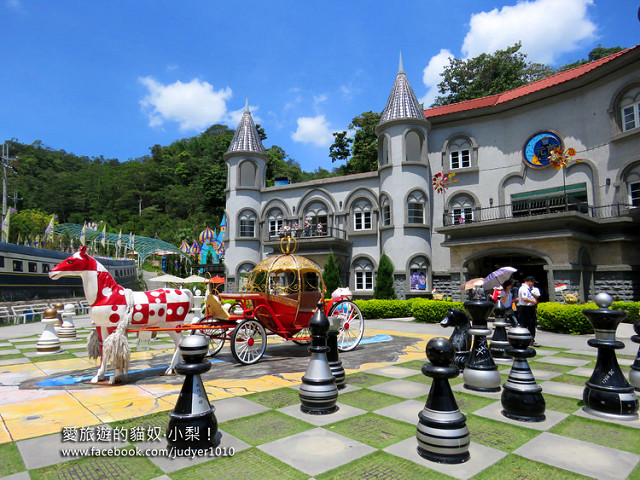 【南投景點】埔里\\大黑松小倆口元首館,夢幻城堡,西洋棋盤,南瓜馬車,快去瞧瞧是灰姑娘還是愛麗絲在等 ...