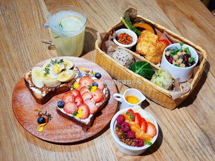 明洞美食\Innisfree Green Cafe,舒芙蕾鬆餅、水果山丘吐司都好吃~