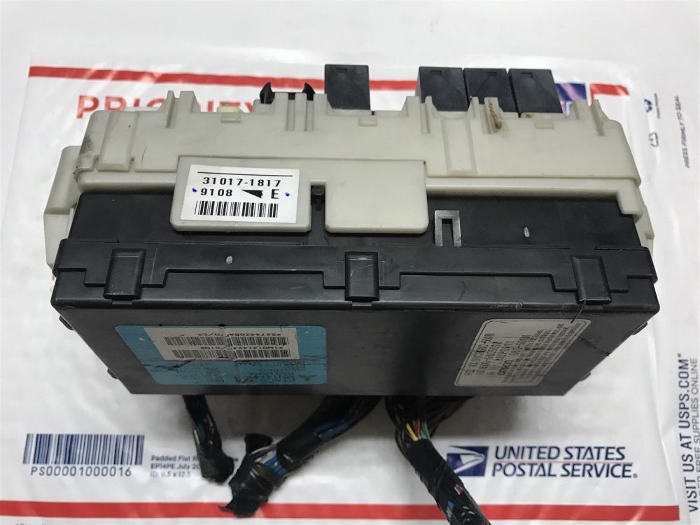 medium resolution of 2004 2006 mitsubishi endeavor etacs body control module with fuse box mn141424 does not apply