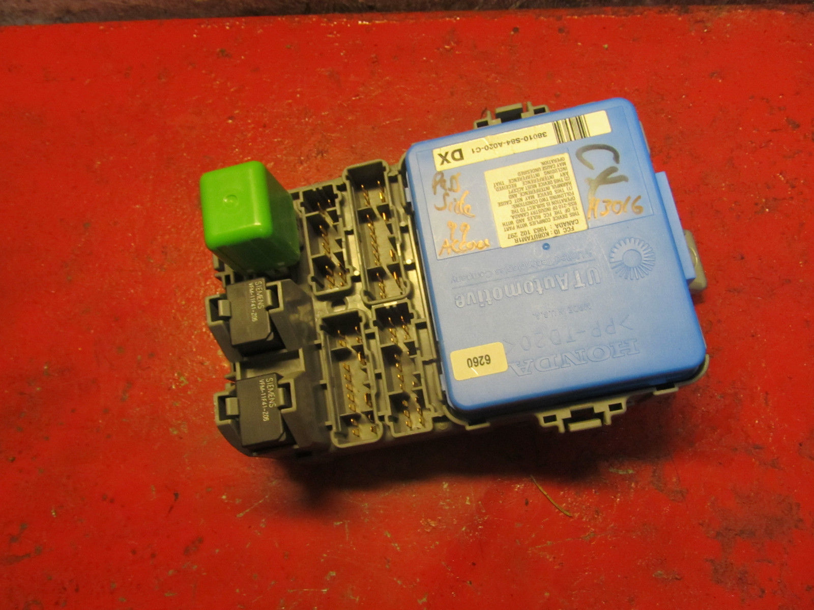 hight resolution of 02 01 98 00 99 honda accord right interior fuse box panel module 38010s84 a020c1
