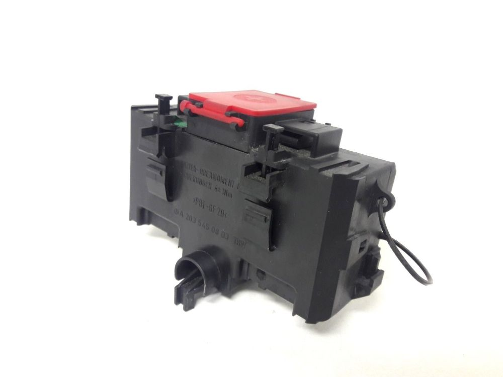 medium resolution of 2006 mercedes c230 positive battery terminal charge junction fuse box 2035450301 does not apply