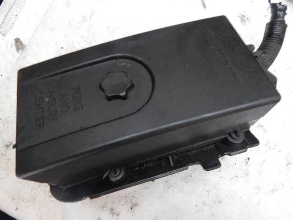 medium resolution of 1996 1997 1998 1999 saturn s series under hood fuse box and relay center 2003 ford