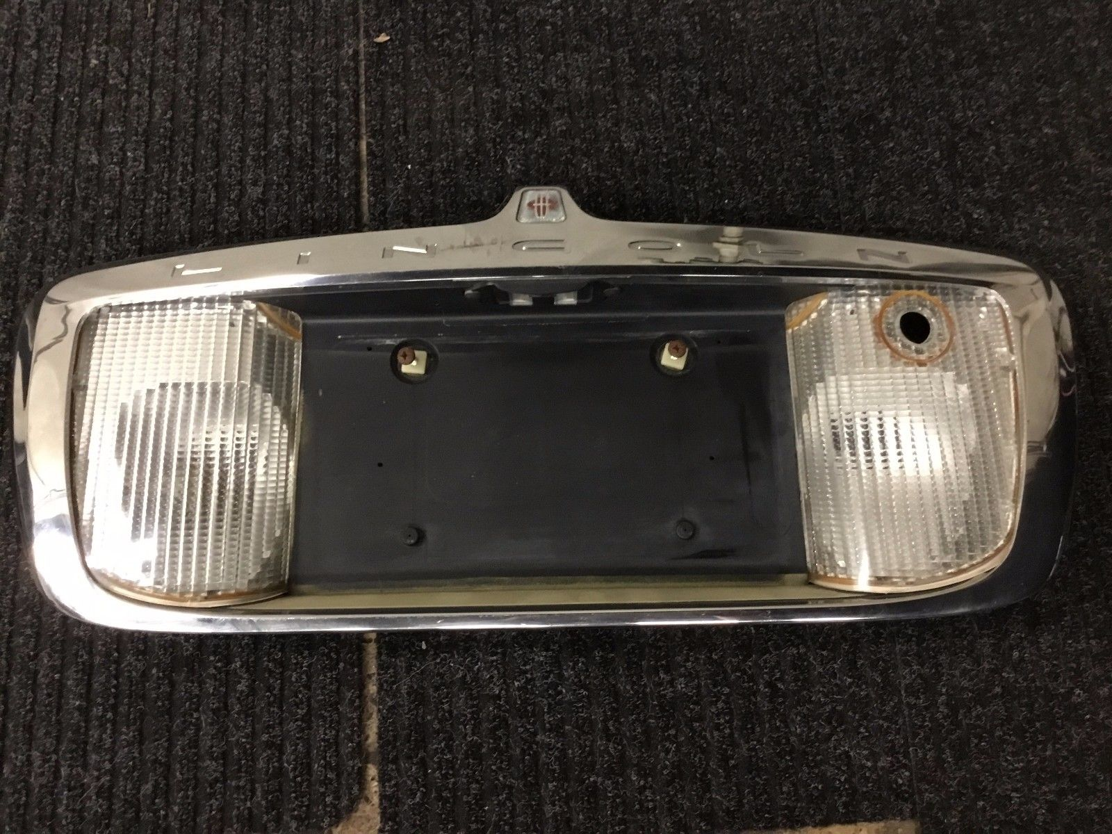 hight resolution of 03 11 lincoln town car rear tail light trunk finish panel garnish 3328d