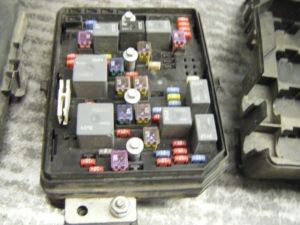 08 IMPALA FUSE BOX UNDER HOOD COMMAND CENTER 1 CHEVROLET PART 10956 , 646GM1Q08