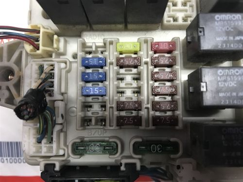 small resolution of 2004 2006 mitsubishi endeavor etacs body control module with fuse box mn141424 does not apply