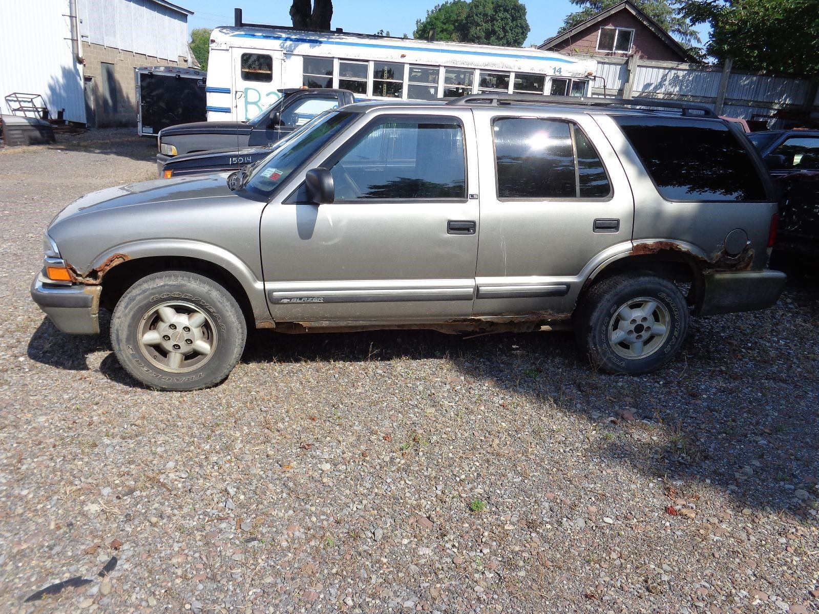 hight resolution of chevy blazer right rear door glass vent window gmc jimmy passenger side does not apply 45429