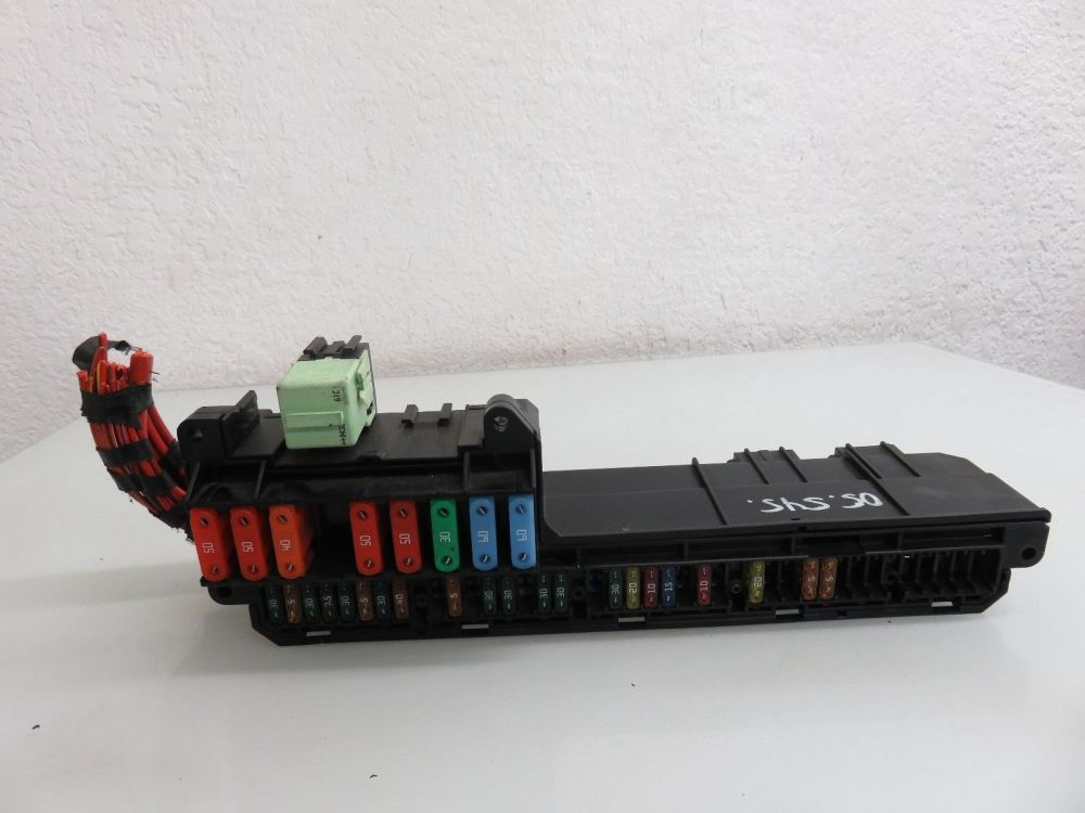 medium resolution of 04 07 bmw e60 545i 550i front power distribution fuse box 6932452 oem 6932452