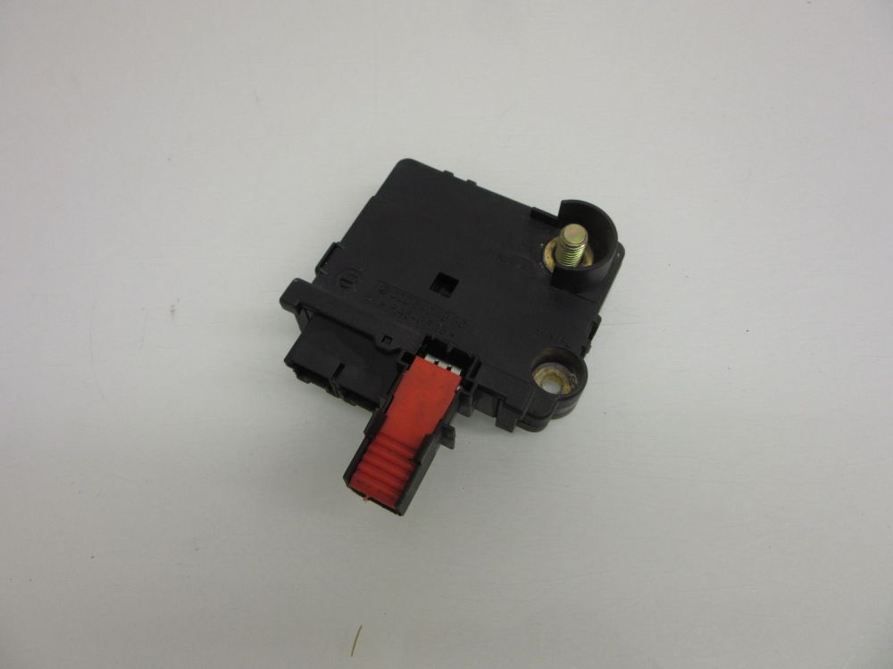 medium resolution of 00 06 mercedes w220 em s500 em s600 rear junction