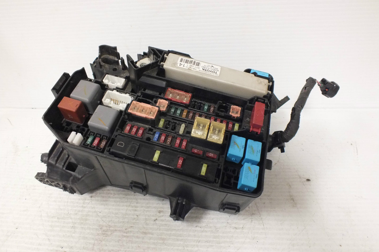 hight resolution of 2012 13 14 15 toyota prius engine compartment fuse box 82641 47090 68a 82641