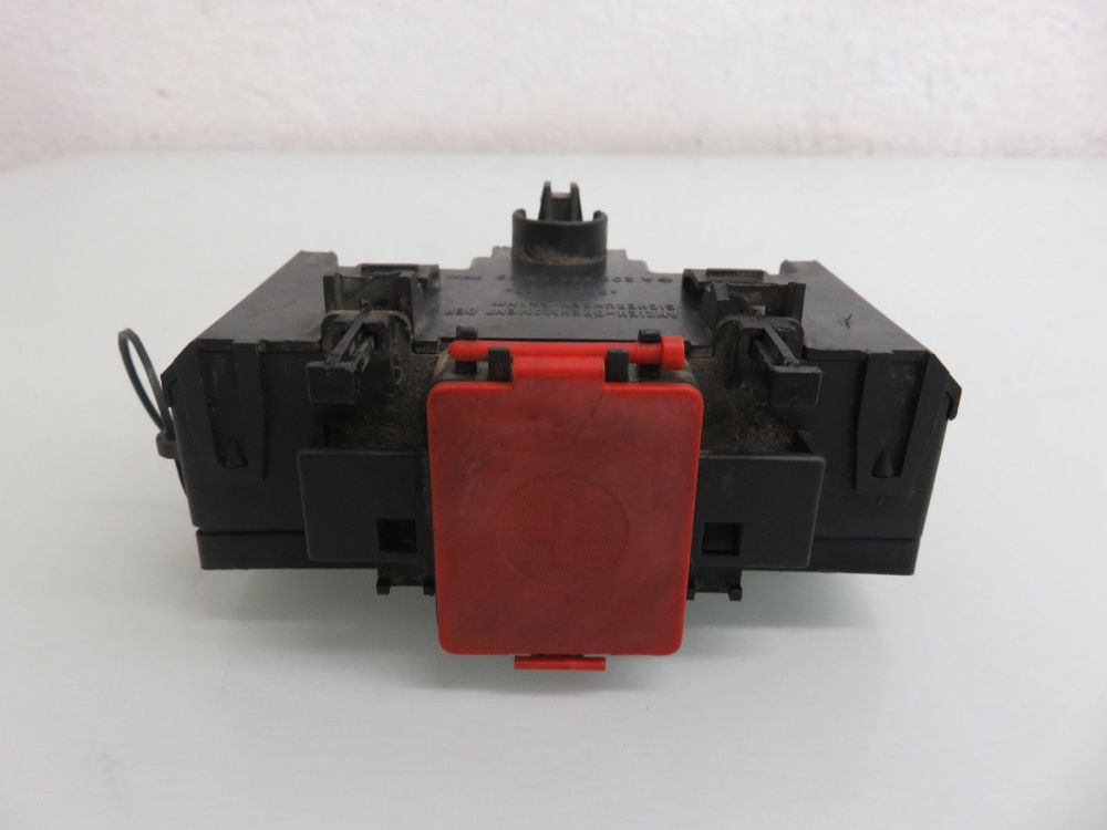 medium resolution of 01 07 mercedes benz w203 c230 c240 terminal fuse box positive negative connector 2035450803