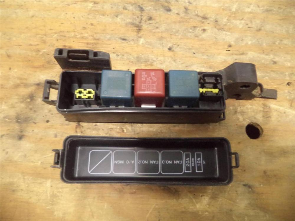 medium resolution of 92 93 94 toyota camry 2 2 at auto under hood fuse box w relay rh