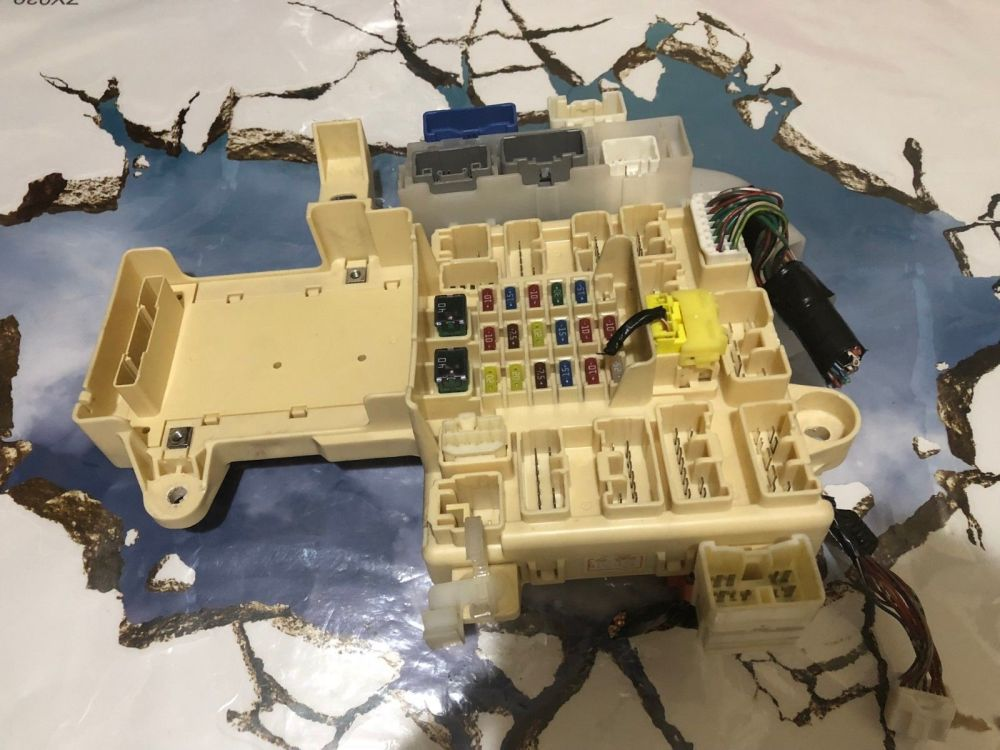 medium resolution of 2001 2002 2003 2004 2005 lexus is300 em fusebox em module