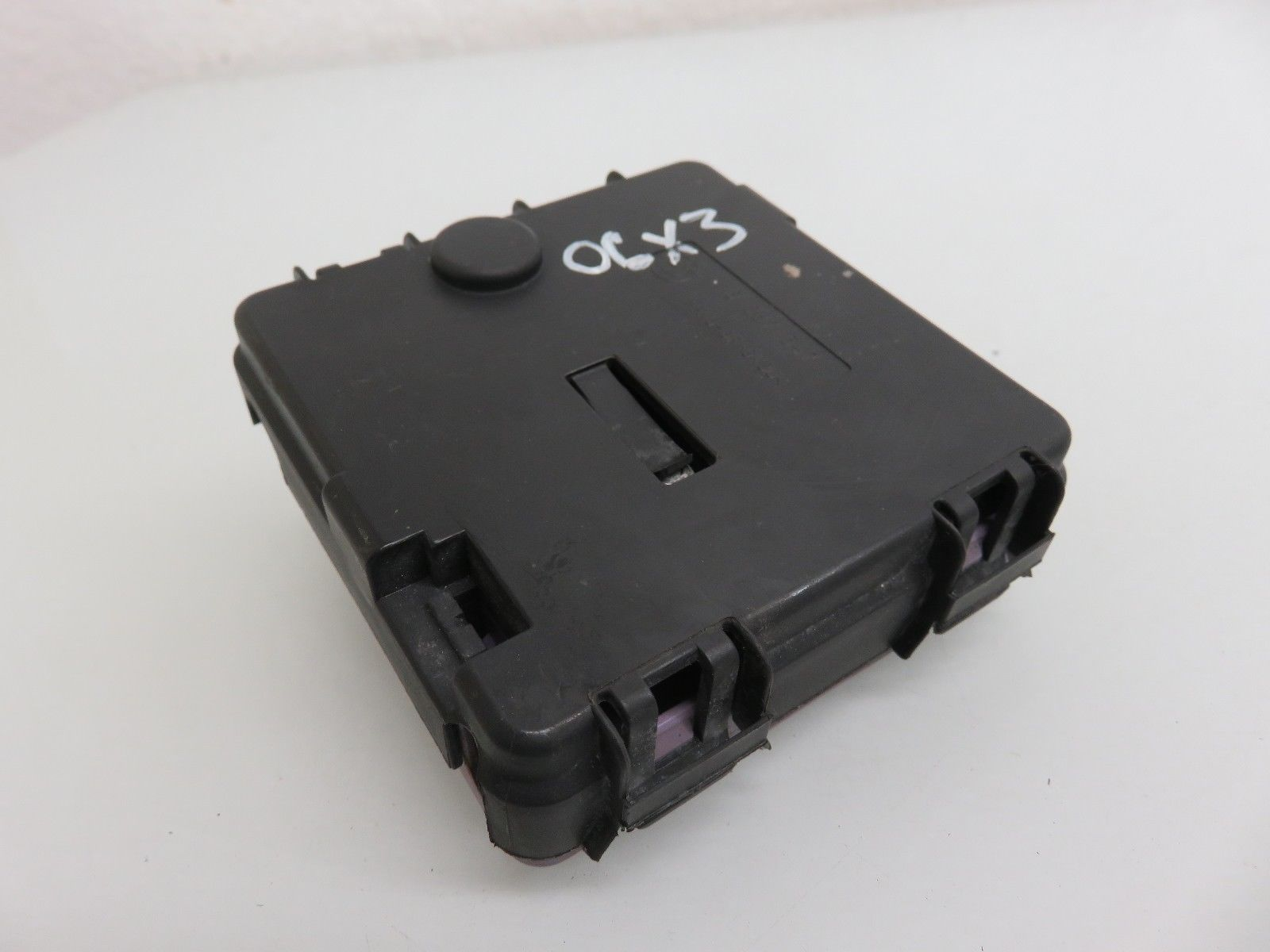 hight resolution of 04 06 bmw e83 x3 battery terminal fuse box 6928944 oem 8387547
