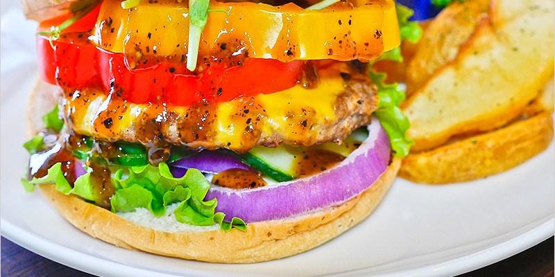 台中東區推薦早午餐   Burger Bus 漢堡巴士-英式壓烤漢堡技術、高地牛漢堡,平價大份量,在英式工業風格的環境用餐,還能欣賞文創者的作品,好文青,是間值得推薦的優質餐廳。