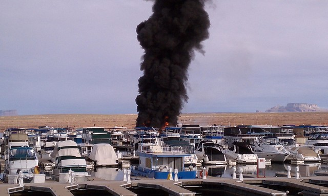 Fire destroys houseboats in Lake Powell marina  KSLcom