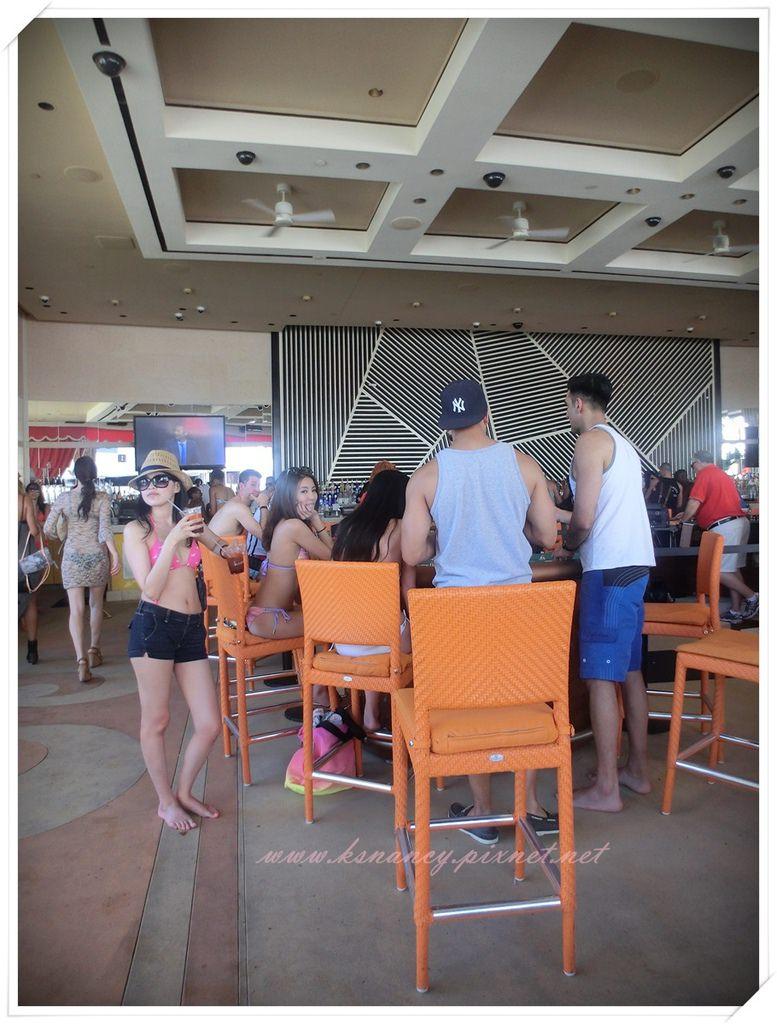 Party non-stop! Vegas Day 2 泳池派對。 - A Beauty and Fashion Blog by Nancy Tsai