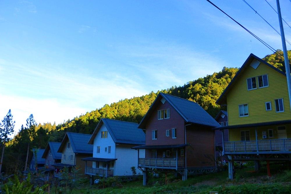 嘉義阿里山住宿 得恩亞納 臺版合掌村 美到不真實的山中彩色村落 阿里山秘境 - 黑崎時代