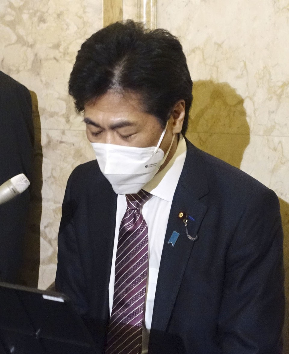 Minister apologizes for big late-night Tokyo party amid virus restrictions