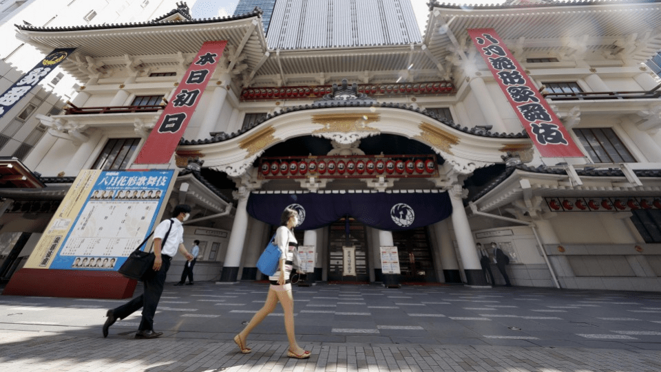 Kabuki Theater reopens after a five-month pause for coronaviruses