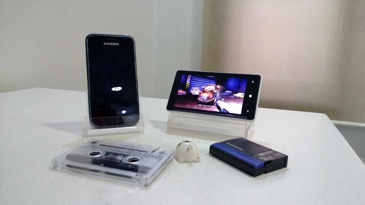 Make a Desk Stand for your Mobile Phone with a Cassette Case