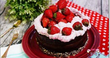 甜點食譜 》覆盆子草莓巧克力生日蛋糕。戚風蛋糕.巧克力淋面.覆盆子香緹鮮奶油.草莓裝飾/影音食譜更清晰/健康低糖食譜/消耗可可粉
