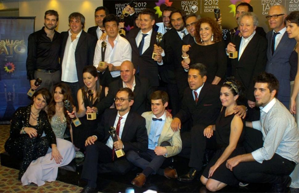 Graduados arras con los Premios Tato 2012  LA GACETA