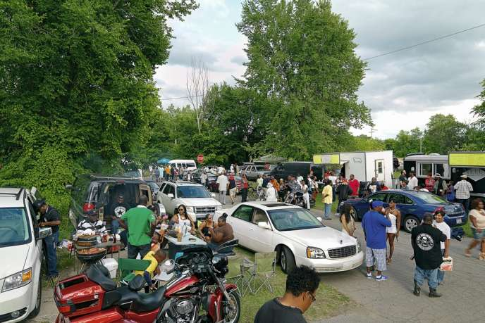 Every Sunday afternoon in the summer, people come to the corner of St Aubins and Frederick Street in eastern Detroit to picnic, drink, dance and listen to the blues.