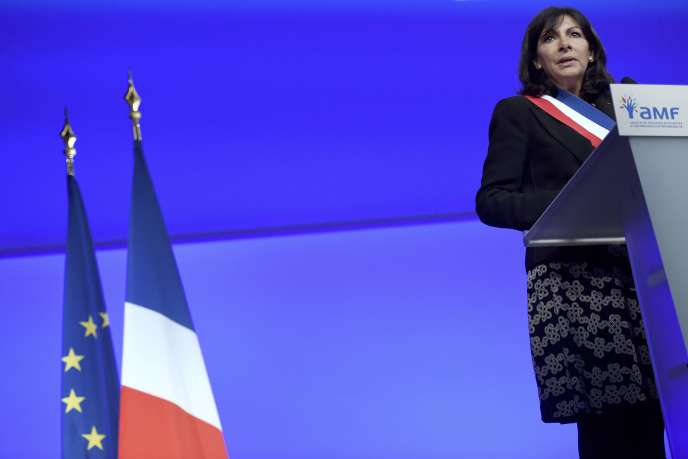 Anne Hidalgo devant le congrès des maires de France, en 2015, à Paris.