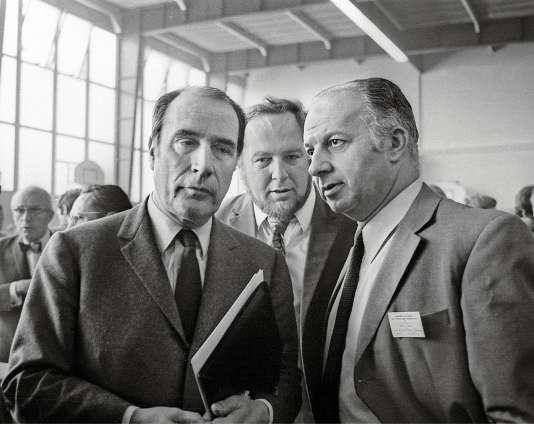 Francois Mitterrand et Claude Estier, lors de l'ouverture du congrès, le 11 juin 1971.
