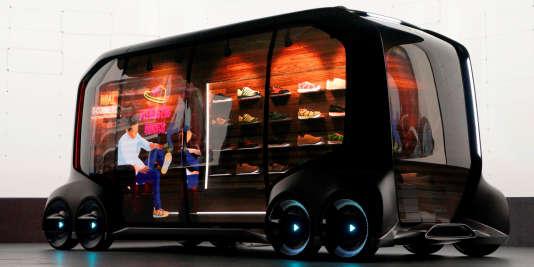 Les utilitaires ne sont pas oubliés comme le prouce cee-Palette Concept de Toyota, une sorte de camionnette-magasin entièrement électrique, autonome, connectée et multi-usages.