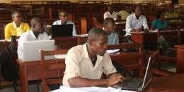 A l'université panafricaine de Yaoundé, au Cameroun, les étudiants apprennent la gouvernance et l'intégration régionale.