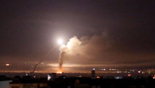 Tir de missile photographié depuis Damas, en Syrie, en réponse à une attaque israélienne, le 10 mai.
