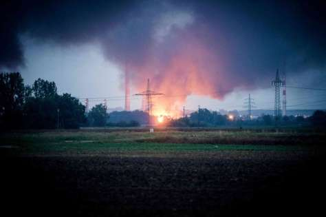 Une explosion a provoqué un spectaculaire incendie dans la raffinerie Bayernoil, près de la ville d'Ingolstadt, dans le sud de l'Allemagne.