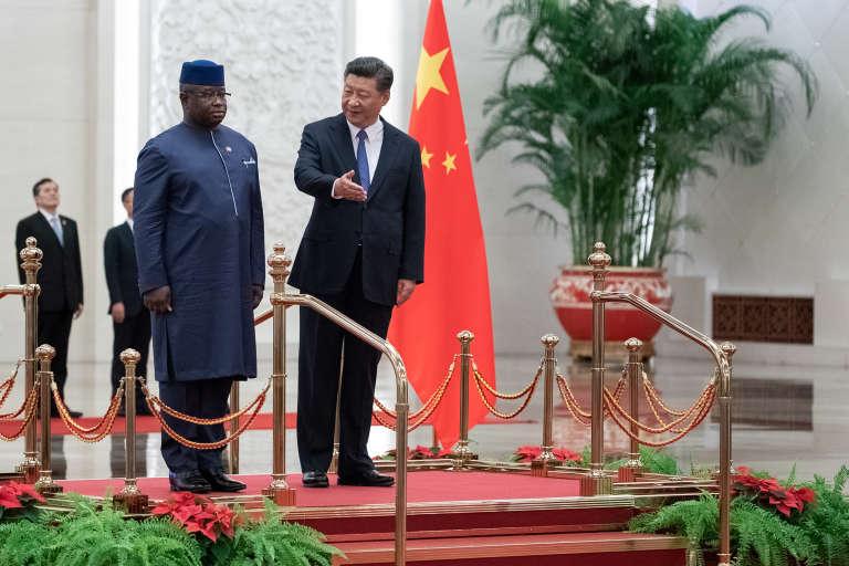 Les présidents sierra-léonais, Julius Maada Bio, et chinois, Xi Jinping, à Pékin, le 30août 2018.