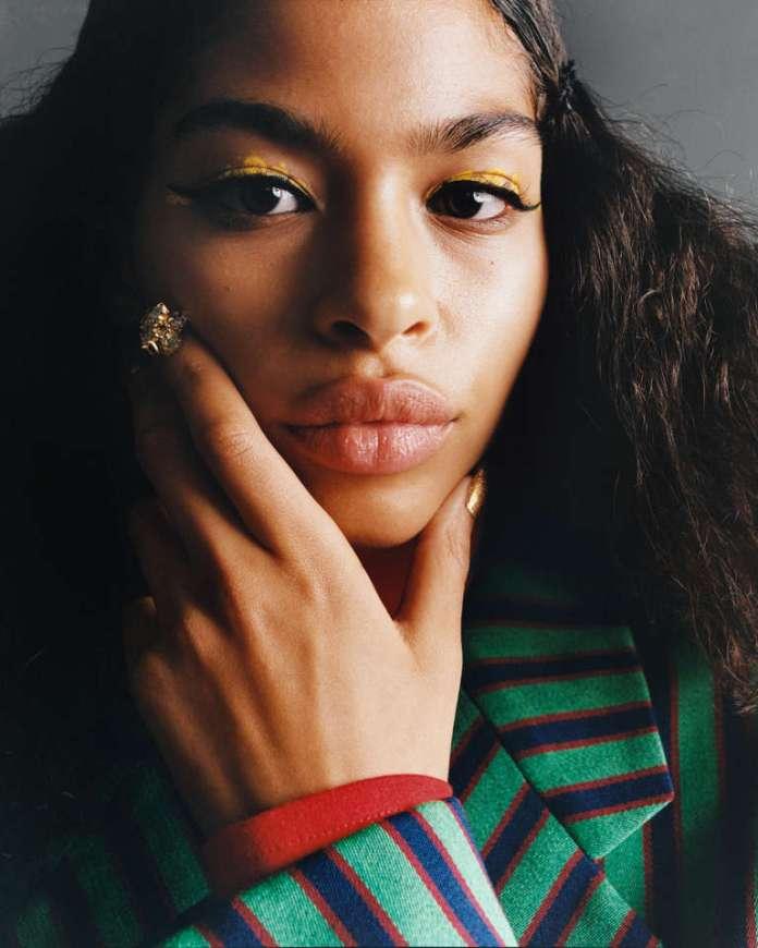Le mannequin d'origine marocaine et égyptienne Imaan Hamman (stylisme Charlotte Collet).