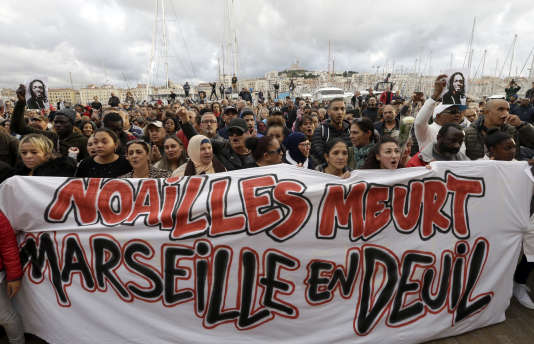 During the white march in tribute to the victims of the collapses of buildings that occurred in Marseille on November 10th.