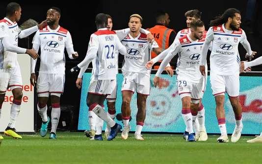 Memphis Depay, center, at the Lyon win against Guingamp, November 10, 2018.