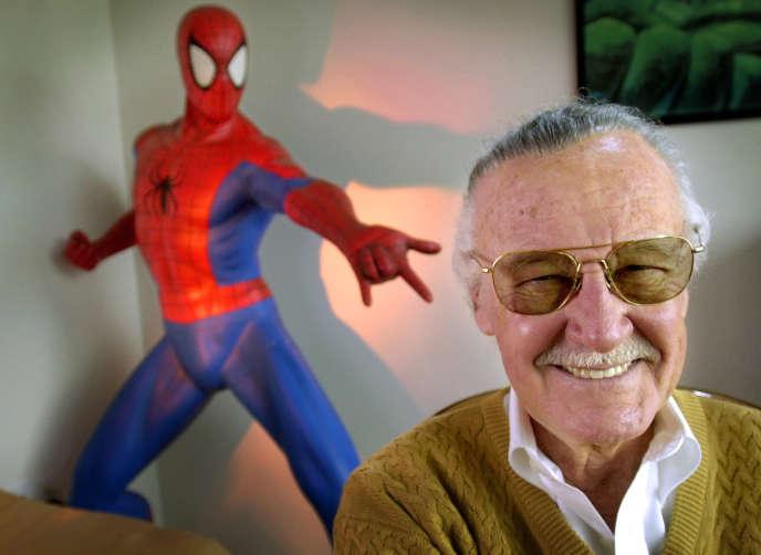 Stan Lee, en 2002, dans ses bureaux à Santa Monica.