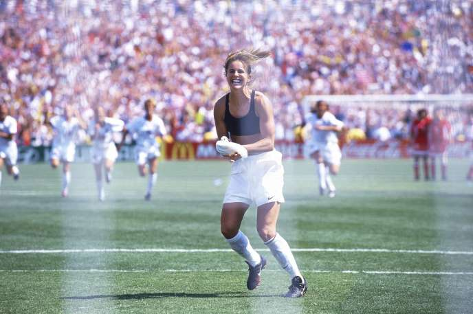 The image of Brandi Chastain rejoicing in a black bra after her converted goal throw that offers the world title in the United States in 1999 against China pushes women's football into