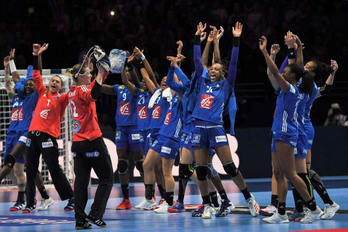 The joy of the blue after the victory against Denmark.