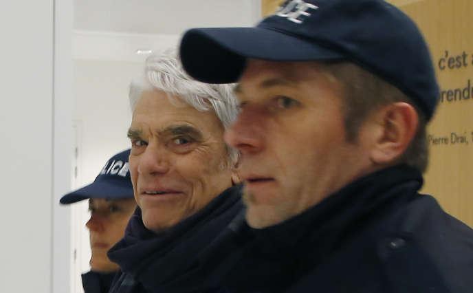 Bernard Tapie à son arrivée au tribunal pénal de Paris, le 13 mars.